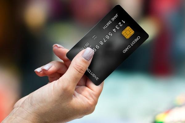 征信花了一样可以办信用卡!网友:弄花征信真后悔