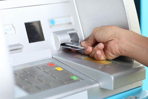 征信黑名单不是逾期六次,一次逾期就不能申请信用卡了!
