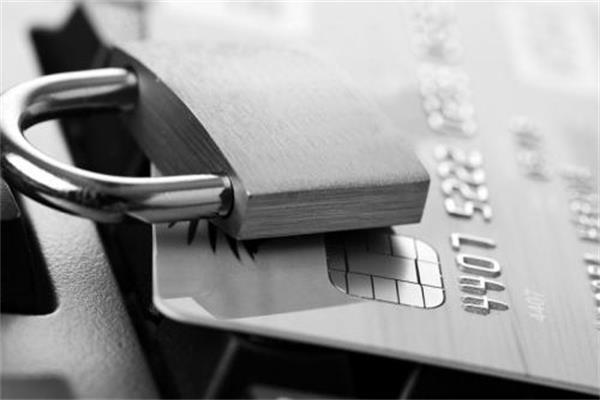 按时还款还会逾期?信用卡在还款的时候都要注意什么?
