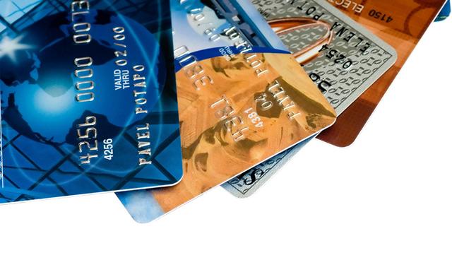 使用信用卡的利弊,你该了解的信用卡的7个优点。