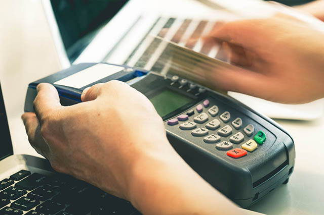 做POS机代理商激活多少台刷卡机可以月分润过万?