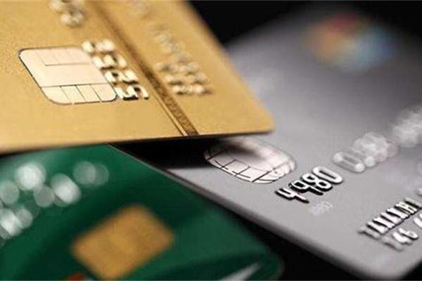 信用卡逾期的后果:一人征信有污点,全家都遭殃。