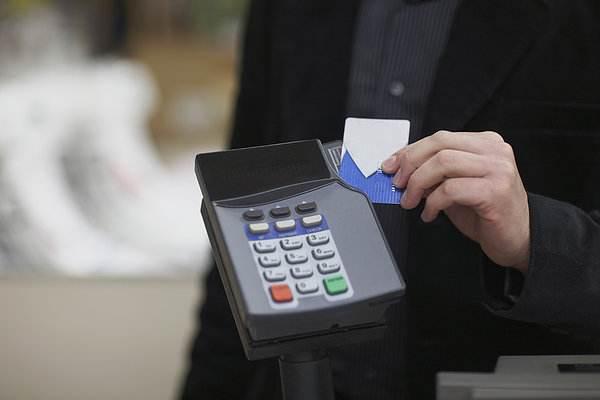 刚刷完信用卡,银行就打来电话确认,是被风控了?
